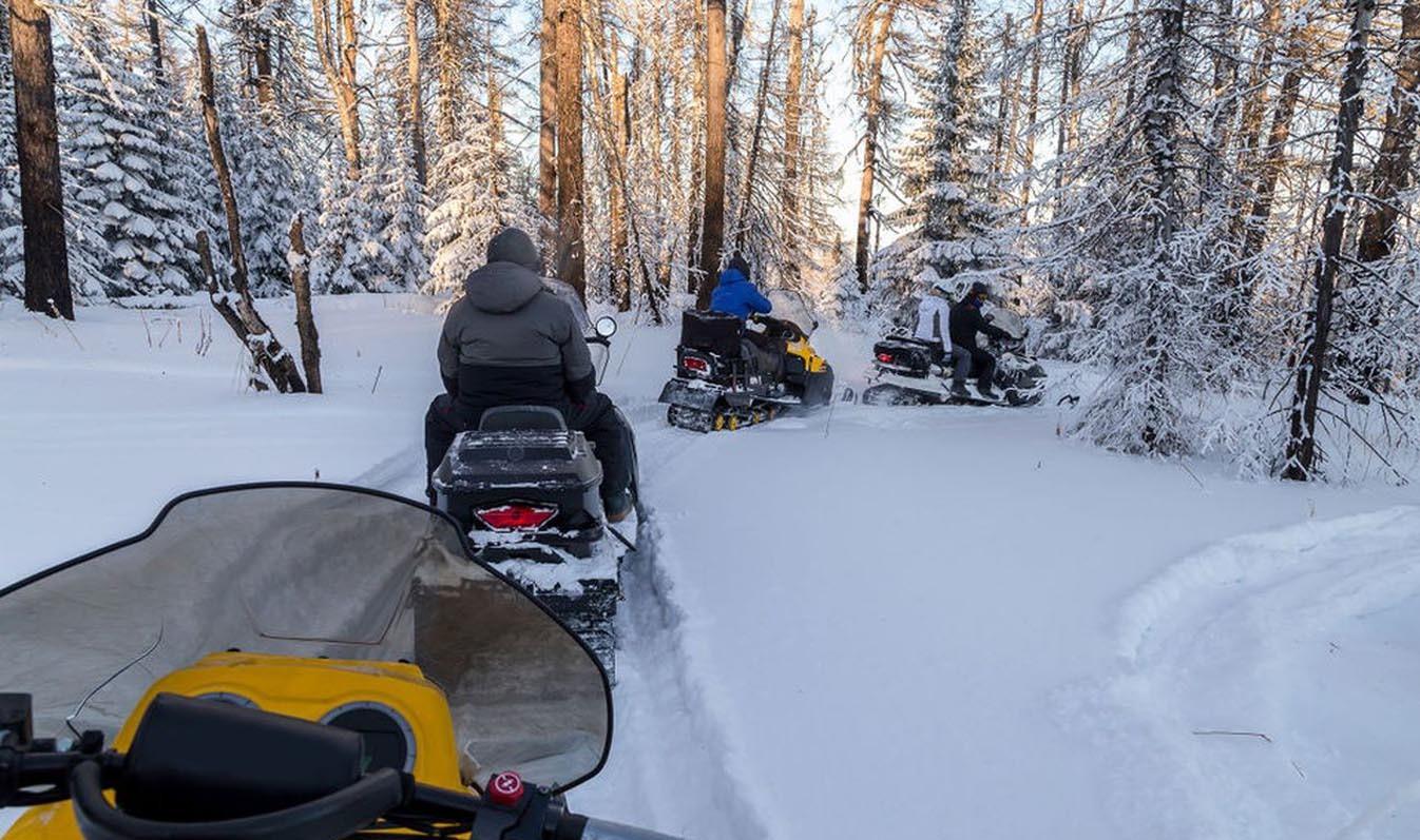a06_snowmobile05