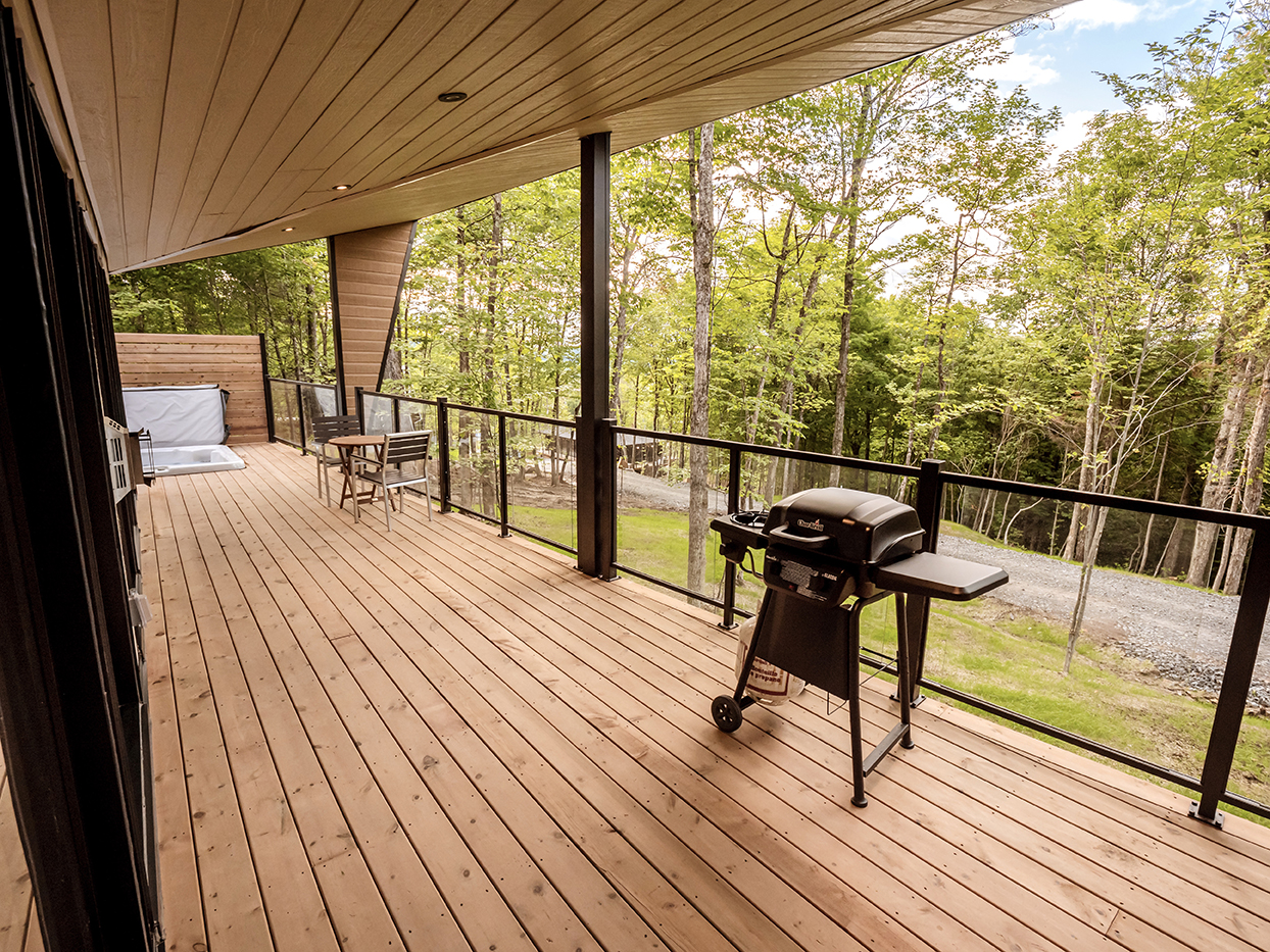 WOOD DECK WITH BBQ GRILL